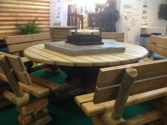 Garden furniture in wood - wooden garden table